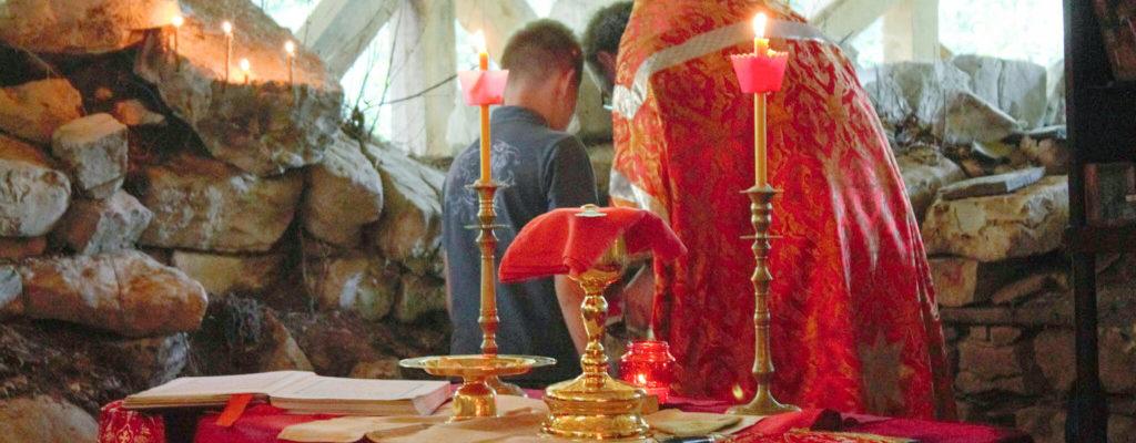 Первая литургия в день памяти святого вмч. Пантелеимона на остатках базилики в его честь.